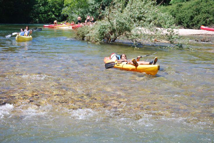 descansando en la canoa pero sin parar un momento