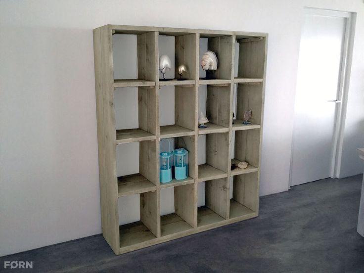Een kast met veel mogelijkheden en opbergruimte. Maar wat dacht je van een open of dichte kast als scheidingswand in je kamer? Je kunt alle kanten op met deze kast.