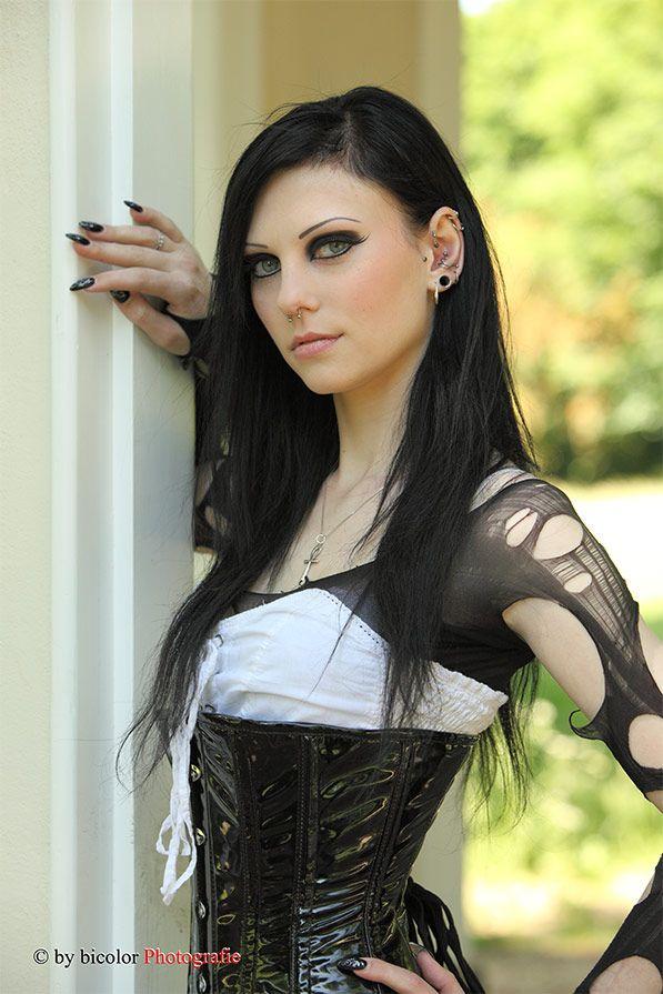 Gothic girl shaved — img 13