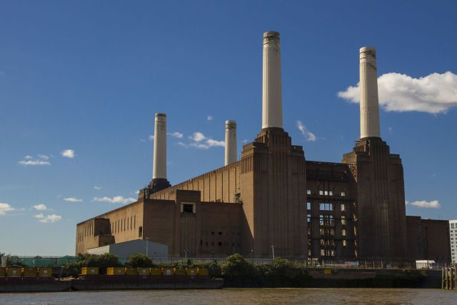 1200px-Battersea_Power_Station_from_the_river-640x427.jpg (640×427)