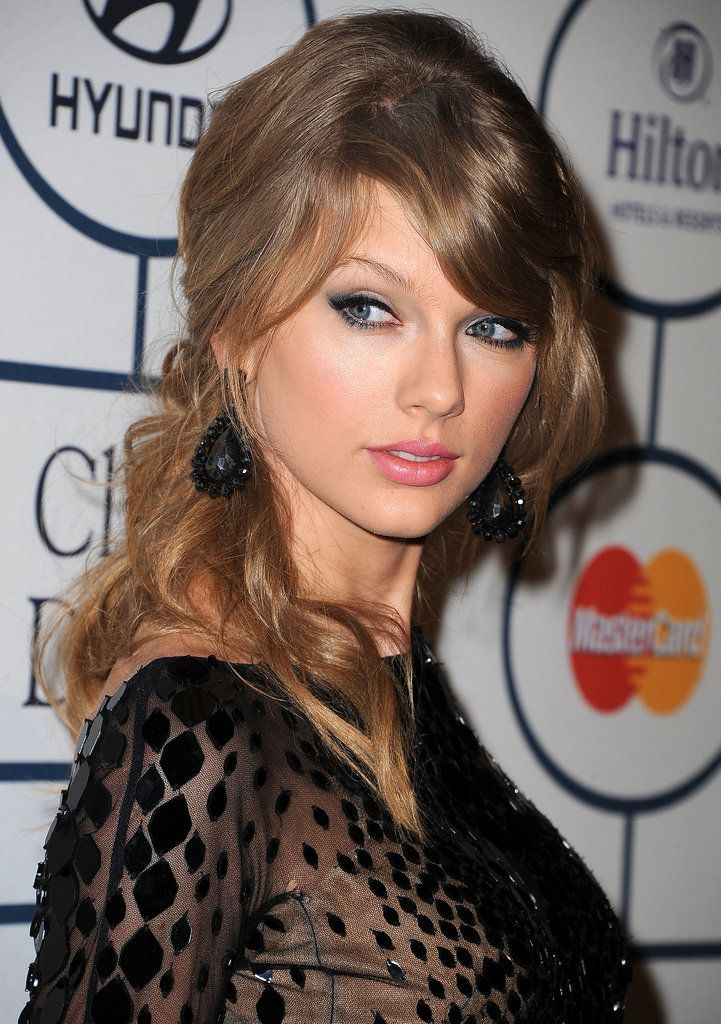 The Year in Taylor Swift's Coyly-Raised Eyebrow: Jan. 25