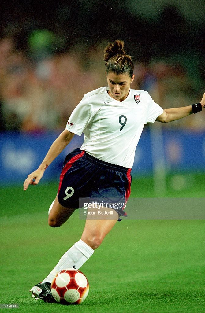 Mia Hamm #9 of the Team USA kicks the ball in the Womens Final Soccer Match against Team Norway during the 2000 Sydney Olympic Games at the Sydney Stadium in Sydney, Australia. Team Norway defeated Team USA 3-2.Mandatory Credit: Shaun Botterill /Allsport