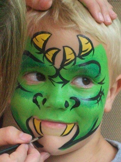 Deze monster #facepaint #schmink staat natuurlijk super cool bij een lime groene #kinderoverall #carnaval