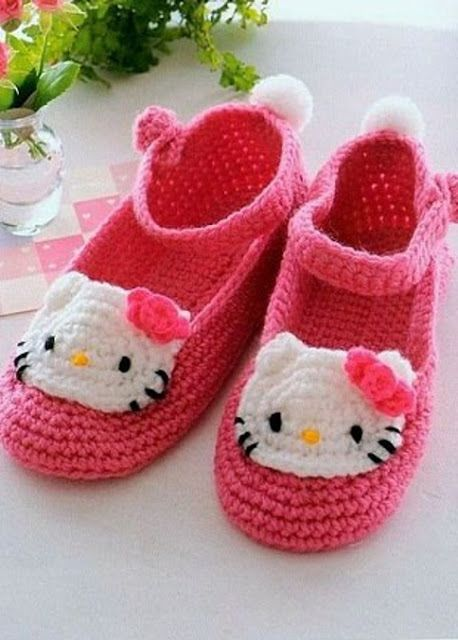 "Zapatos de bebé ""Hello Kitty"" a Crochet"