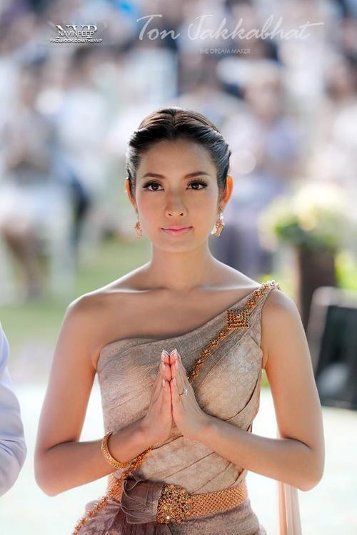 Aff taksaorn, movie star. In thai wedding costume