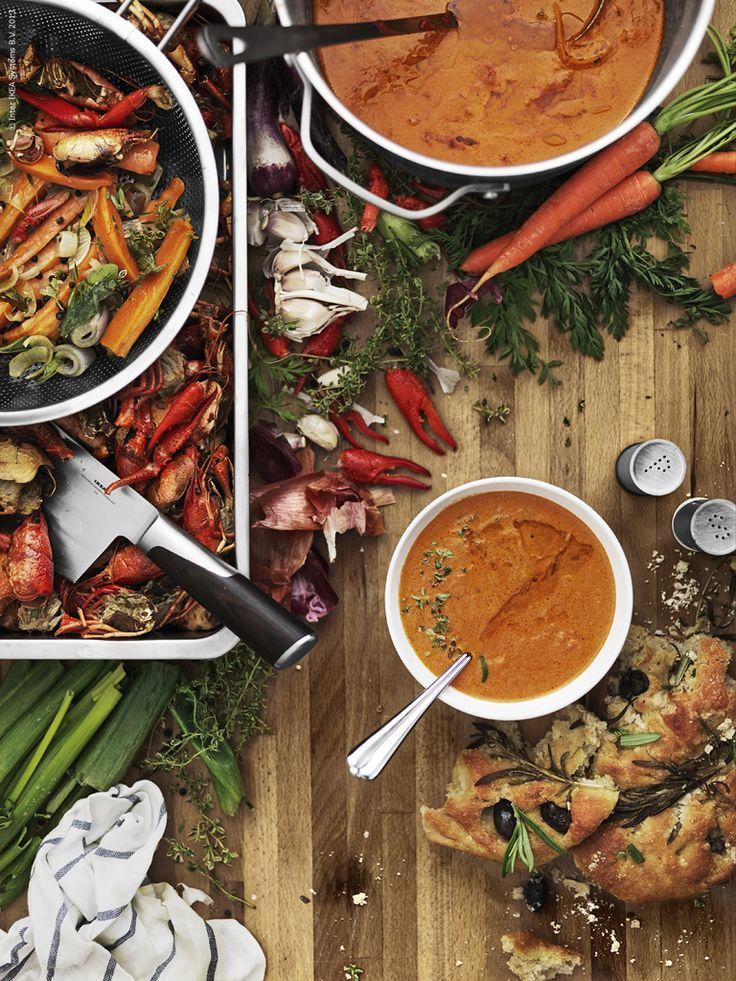 Rester från andra fester kan bli en kalasgod middag! Koka ner kräftskalen och gör en mustig kräftsoppa! IDEALISK durkslag, SENSUELL gryta, SLITBAR kniv.