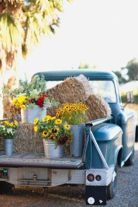 Использование сена для украшения свадьбы в стиле «Кантри»