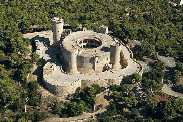 """El castillo de Bellver es el protagonista de nuestro artículo de hoy en la sección """"Historias Curiosas"""", ¡¡no os lo perdáis!!"""