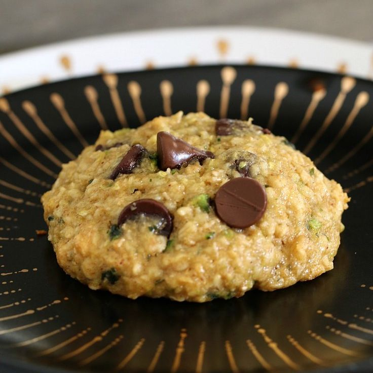 Deliciously easy and HEALTHY ZUCCHINI, OAT AND CHOCOLATE CHIP COOKIES!!!! Totally guilt-free - no white flour, butter or refined sugars!