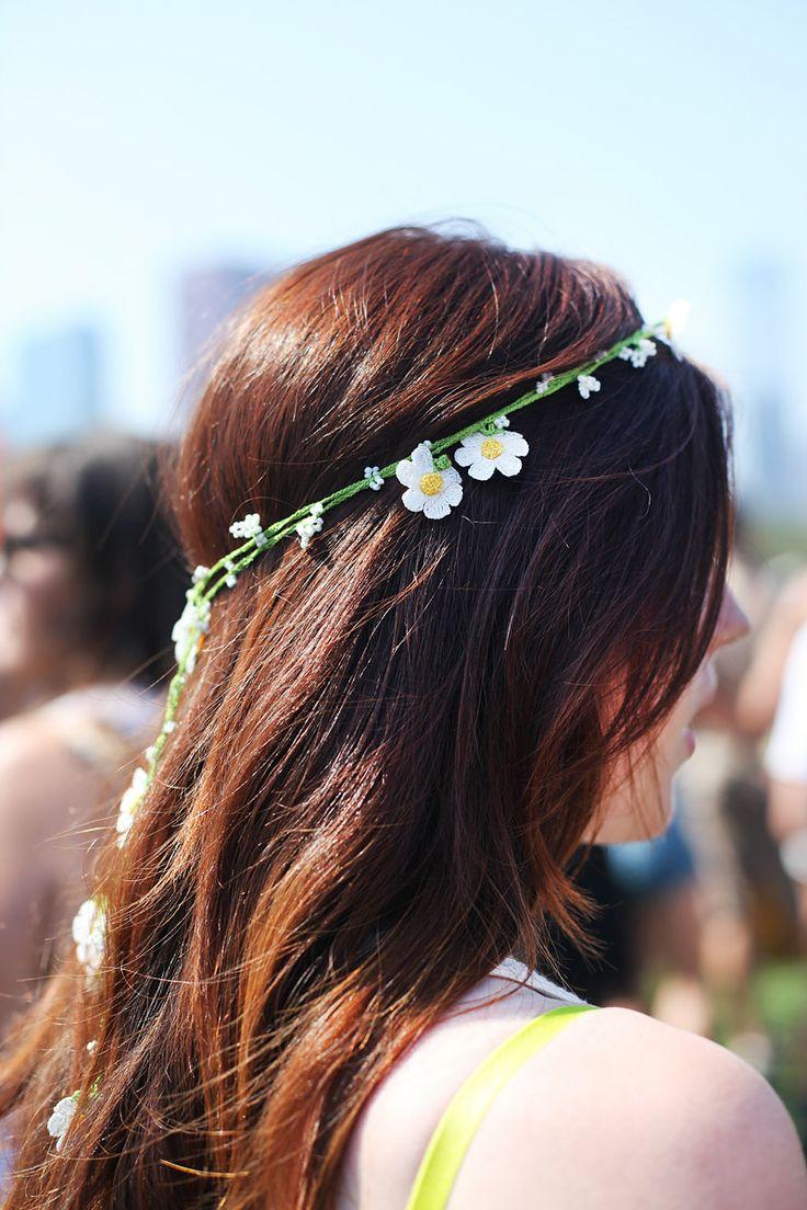 A dainty daisy crown