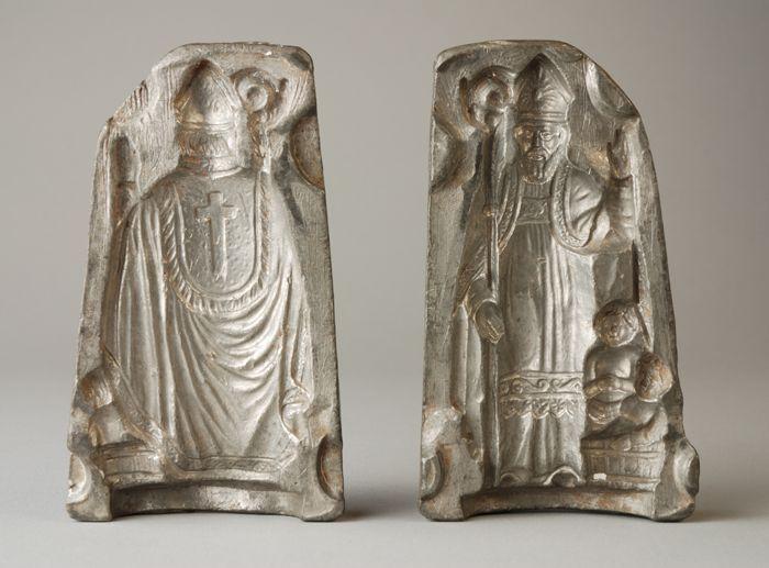 Metalen mal voor figuurtje van Sinterklaas met kind, bestaande uit twee delen: vermoedelijk marsepeinvorm