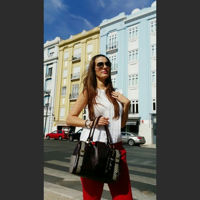 African Designerbag The Jada by Iris Santos Design   Online-shop: www.shop.irissantosdesign.com   #capulana#irissantosdesign#irissantos#leatherbag#malascapulana#africanbag#africanprint#africanart#designerbag #africanprint #leather #handmade #portugal #fashiondesigner #onlineshop#africancouture#fashionblogger   https://play.google.com/store/apps/details?id=com.roidapp.photogrid  iPhone  https://itunes.apple.com/us/app/photo-grid-collage-maker/id543577420?mt=8