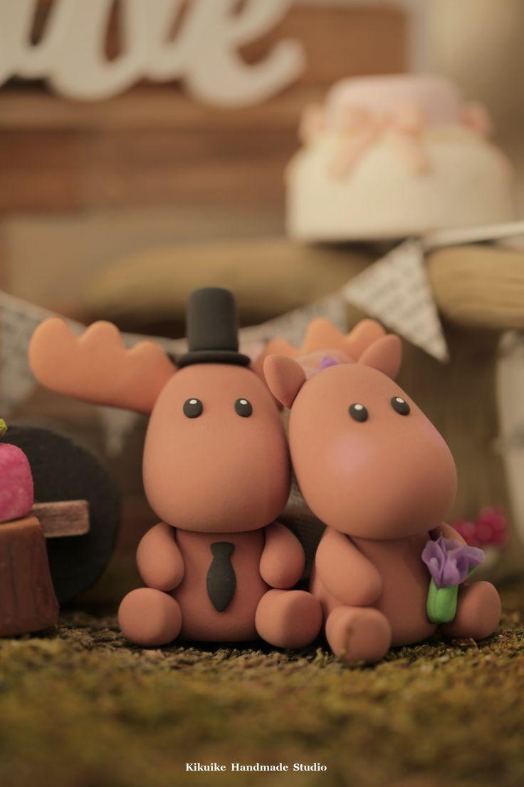 moose Wedding Cake Topper, animals cake topper, wedding ideas, planning and cake decoration. #handmadecaketopper #custom #ceremony #claydoll #gift #weddingthings #uniquecaketopper #cute #kikuikestudio #rusticwedding #ムース #forestwedding #Elch #élan #alce