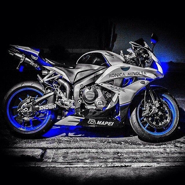 Honda CBR 1000 RR Custom Fireblade Racer | Honda | motorcycle | sleek | blue | silver