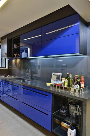 Navegue por fotos de Cozinhas Moderno: Cozinha arrojada e moderna em Salvador. Veja fotos com as melhores ideias e inspirações para criar uma casa perfeita.
