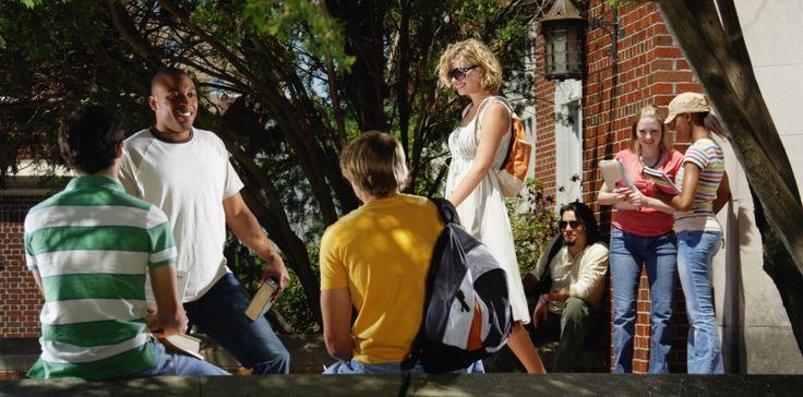 Conoce qué pasos hay que seguir para apostillar un título universitario en España, para poder continuar los estudios o para ejercer una profesión regulada. http://blog.infoempleo.com/a/como-apostillar-un-titulo-universitario-en-espana/