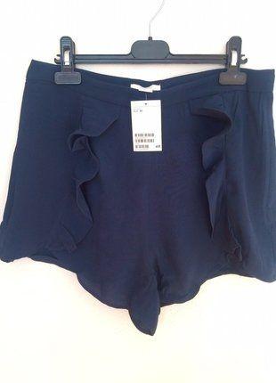 Kupuj mé předměty na #vinted http://www.vinted.cz/damske-obleceni/hotpants/14846818-kratasy-s-volanem-tmave-modre