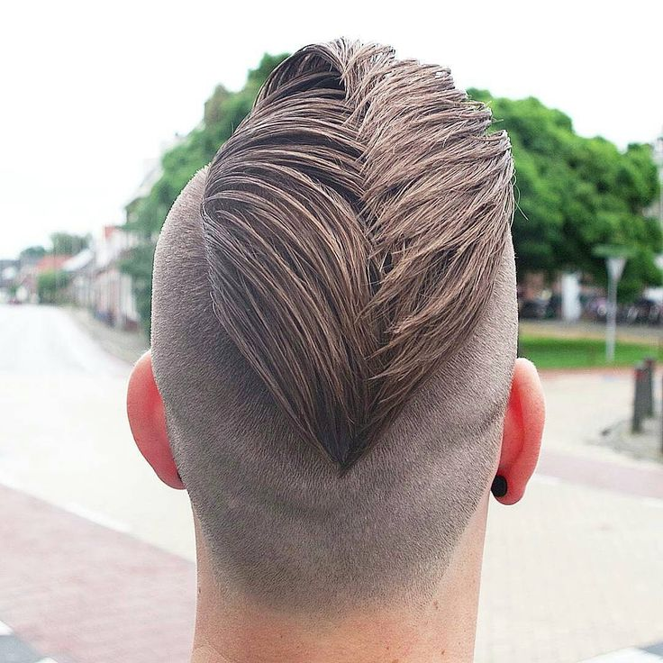 Taglio di Capelli uomo 2017 , capelli corti , rasati, rasati ai lati, ciuffo, capelli ricci, sfumature, trend 2017 #menshaircut #hairdresser #menshairstyle #hairtrends #barberia #barberlifestyle #hairproduct #hairdone #hairmenstyle #menshairworld #hairmanstyle #peinadosvideos #justhairvids #howtodohair #tutorialsvideos #mbkfd #navro #bang #newme #model #modeling