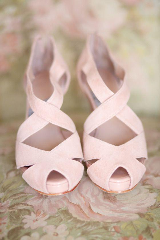 #zapatos #encargo #discretas #sandalias #peeptoe #rosa palo en #ante. #PINK #SUEDE #WEDDING #MADETOORDER #SANDALS #PEEPTOES #SHOES #moda #novia #boda #rosas #tiendaonline #ENLACE #ESPECIAL: https://www.pinterest.com/pin/319755642271254649/