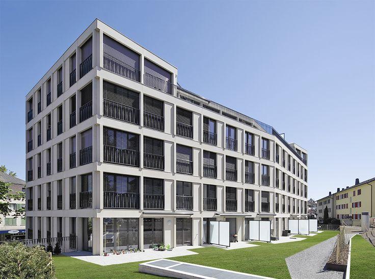 Immeuble d'habitat collectif équipé des stores à lamelles reliées et stores bannes Schenker Storen.