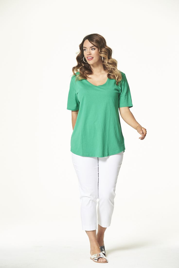 Vee Neck Curved Hem Tee in Emerald