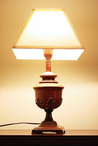 Lampada legno foglia. H. cm.55  http://www.pisanogenova.it/catalogo/98-lampada-legno-foglia