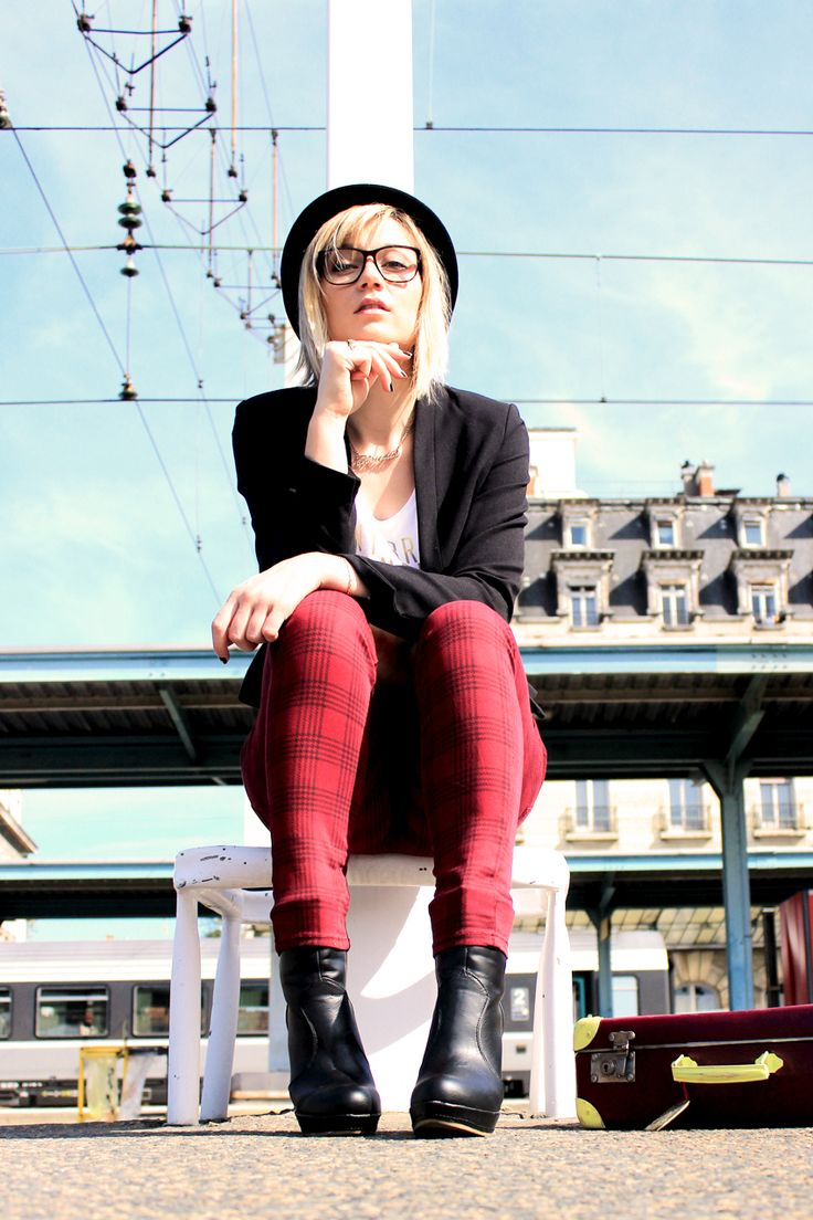 street look/fashion blogger/artlex/tartan/boyish style/rock/trainstation/DIY suitcase/british @Kiabi France