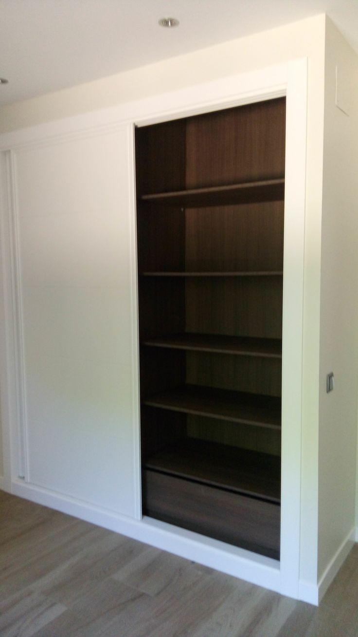 Trabajamos con todo tipo de sistemas de apertura en frentes de armario: puertas deslizantes, plegables, abatibles y correderas plegables.