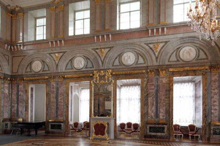 Palais de Marbre - 6 Quai du Palais - Saint Petersbourg - Construit de 1768 à 1785 par l'architecte. Antonio Rinaldi - Salle de Marbre.