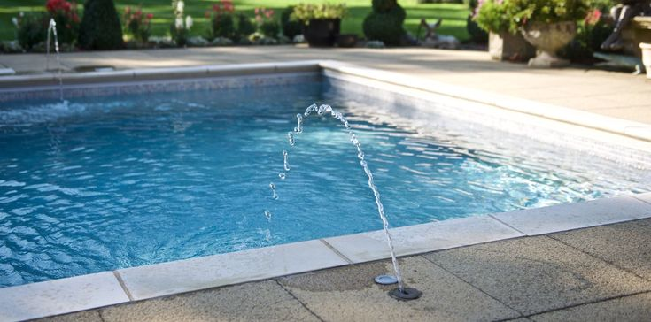 Quality swimming pool accessories and covers, including automatic pool covers, heat retention covers, handrails, steps, jets and pool vacuum cleaners.
