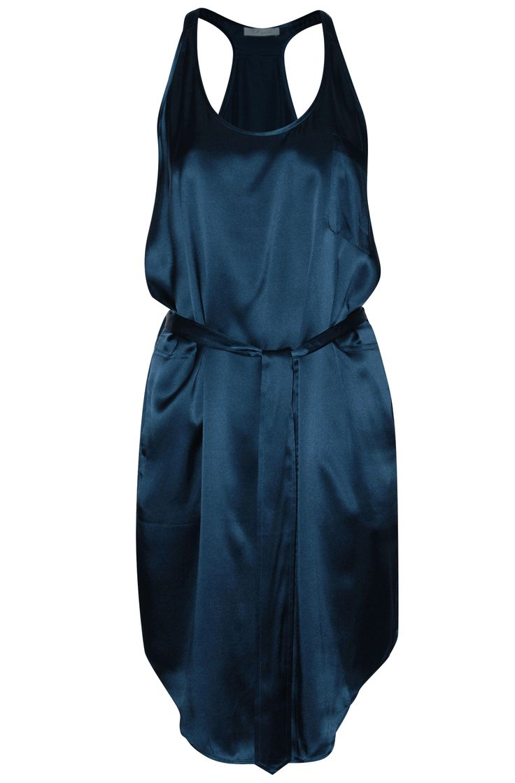 Silk dress in midnight blue. Available online: http://www.sofinah.fi/product/231/dress-eliana-midnight
