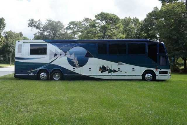 2002 Used Prevost Featherlite H3 45 Class A in Florida FL.Recreational Vehicle, rv, 2002 Prevost Featherlite H3 45 , One Owner, Garage Kept, Mileage: 78k, Series 60 Detroit 500hp (12.7L), Allison 6 Speed Transmission, Trans Retarder Brake (6-Position), Michelin Tires (2015), (4) Chassis Batteries-Group 31 (2015), (8) House Batteries-4D (2015), Double Girard Awnings (Curb Side), Exterior Paint in Excellent Condition, Original Featherlite Vantare Documents, Keyless Entry (With Remote), Granite…