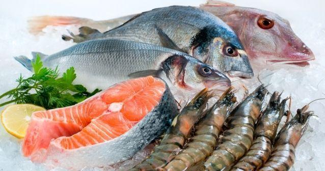 La carne de tiburón // cazón //, pez espada, caballa, o lofolátilo son los pescados con los niveles más alto de mercurio; por lo que hay que evitar su consumo.