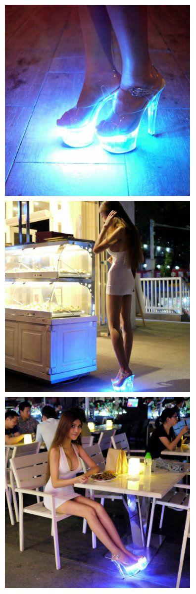 Выбор обуви со светодиодной подсветкой еще не очень большой, а в России это вообще редкость. Больше всего моделей такой обуви можно найти на Aliexpress, но китайская девушка, известная в сети интернет под ником SexyCyborg, показала как сделать туфли с под