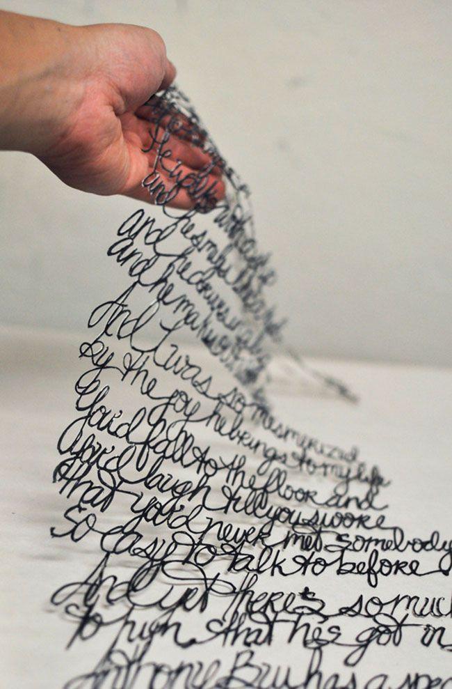 Antonius Bui escribió la letra de una canción y luego las recortó, quedando este tejido de palabras tan original.