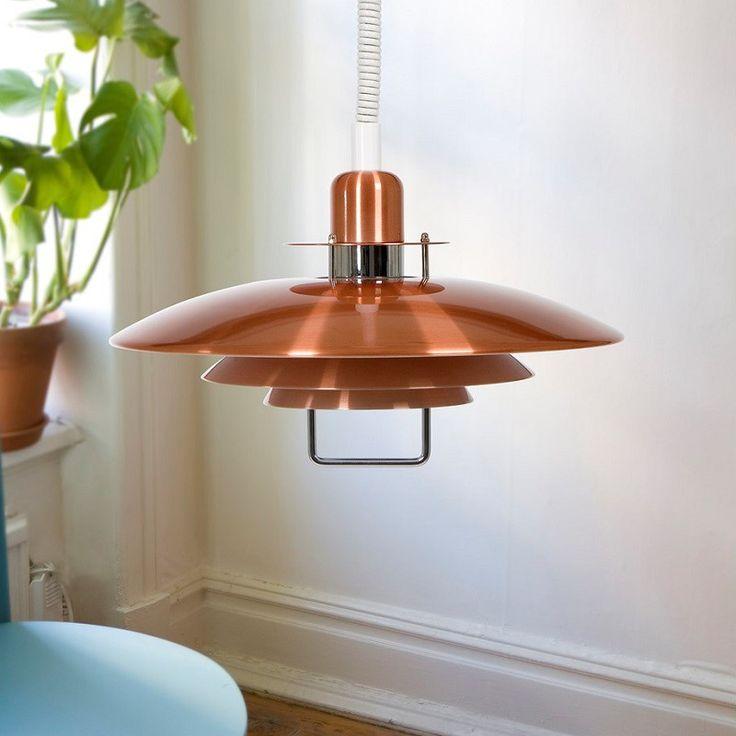 Primus är en klassiskt taklampa från Belid med en justerbar spiralhiss.