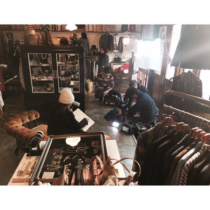 お店でファッション情報番組『DRESS』(毎日放送)の収録 をしました。 神戸コレクションが行われる2月から3月中旬まで期間限定で放送されるそうです。