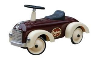 Baghera, le spécialiste français en voiture enfant et en porteur enfant. Et le rêve continue... L'enfance est synonyme de rêves et d'aventures.  Pour cela, Baghera crée des voitures à pédales en métal, uniques et rétros qui feront rêver les petits et les grands.