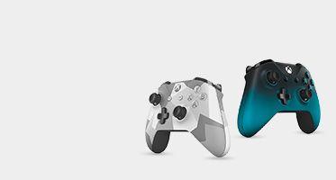 Um comando com um design de camuflagem e um comando com acabamento metalizado em azul claro.