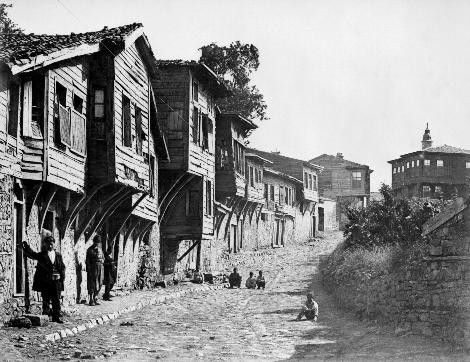 Sultan II.Abdülhamid fotoğraf arşivinden İstanbul'da hayat..Beykoz-da bir sokak