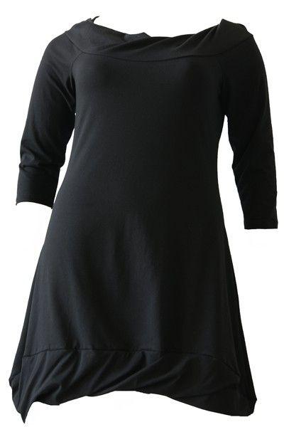 BORIS INDUSTRIES JURK BOOTHALS http://www.borisindustries.nl/boris-industries-jurk-boothals-div-kleuren-t-m-maat-50 een charmante jurk met een 3/4 mouw. De boothals is wijd en afgezet met een lichte col. De rok loopt uit in A-lijn met onderaan een brede dubbele zoom. Aan de voorkant subtiel korter dan aan de achterkant.
