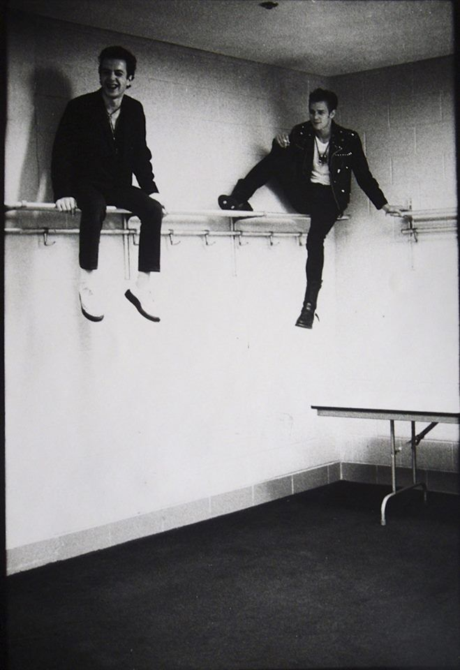 The Clash's Joe Strummer & Paul Simonon, photographed by Pennie Smith   Poking Smot