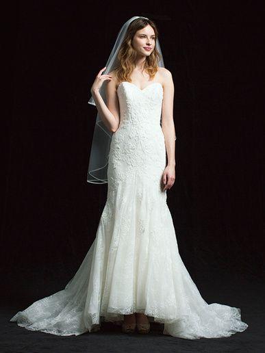 プロノビアス 青山 (PRONOVIAS AOYAMA) クラシカル&ノーブルな花嫁像を演出する、総レースのマーメイドドレス。
