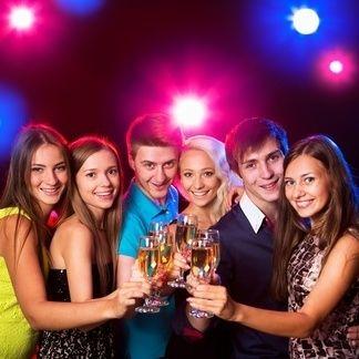 Köln: Mallorca Party Schifffahrt auf dem Rhein und Übernachtung im 4-Sterne Hotel (1