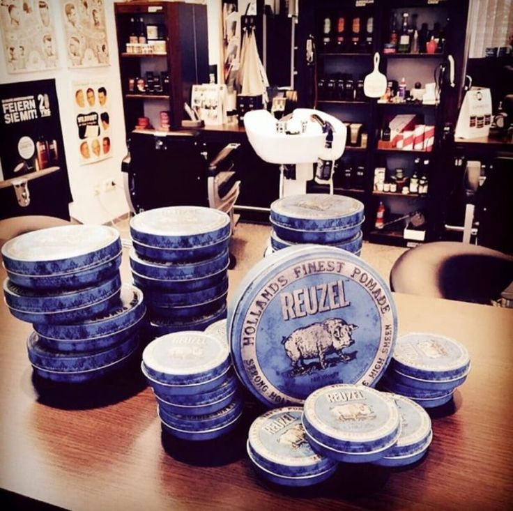 แค่กระปุกก็ฟินแล้ว!!!   Reuzel Blue Strong Hold High Sheen (4 oz) - 690 บาท  ฟรีค่าจัดส่ง EMS  Photo Credit: Schorem