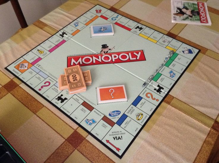 Monopoly è un classico gioco da tavolo, pubblicato in Italia dal 1935. I giocatori competono per guadagnare denaro  mediante un'attività economica che coinvolge l'acquisto, affitto e commercio di proprietà terriere mediante denaro finto. I giocatori a turno muovono sul tabellone di gioco secondo il risultato del tiro di due dadi. Il gioco prende il suo nome dal concetto economico di monopolio, il dominio del mercato da parte di un singolo venditore.