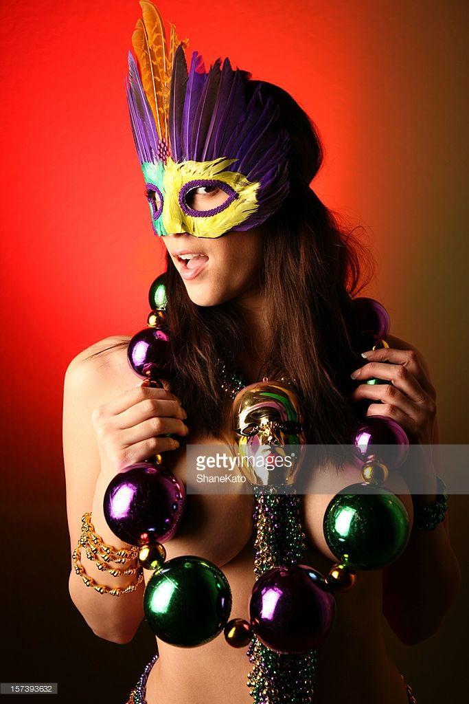 Foto stock : Mardi Gras Party festa con Nude donna con Collana di perle