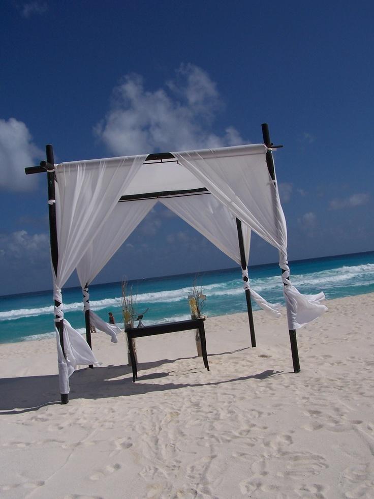 Cancun, Mexico Destination Wedding in Le Blanc Spa Resort  www.bellachicevents.com