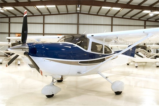 Cessna 182 T Aircraft - Max Range: 930 nm Passengers: 3, Crew: 1, Normal Cruise: 145 kts, Ceiling: 18100 ft