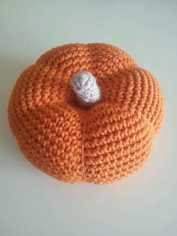 Crochet pumpkin. Virkad pumpa. Järbo Soft Cotton garn. Virknål 3,5. Mönster/pattern: Virka liten kaka (bok).